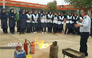 آموزش اطفاء حریق در دبیرستان شاهد ۵ مهر آبادان