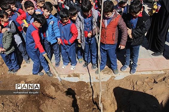 مراسم روز درختکاری با حضور سمنهای زیست محیطی و اصحاب رسانه