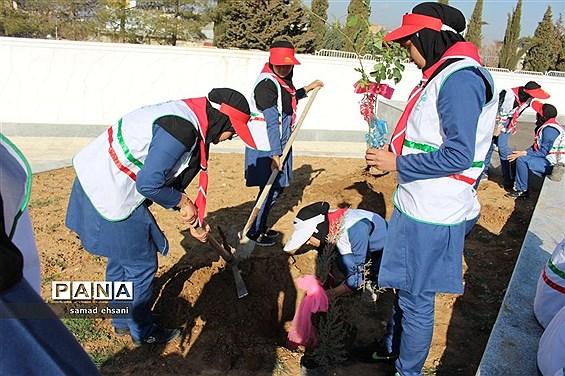 آیین برگزاری جشن تولد زمین (درختکاری) مدرسه مصلی نژاد یاسوج