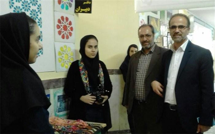 بازارچه کار آفرینی و خیریه درهنرستان علم و هنر شهرستان ساوجبلاغ  افتتاح شد