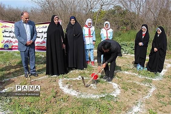 کلنگزنی احداث دو واحد مسکونی برای دانشآموزان نیازمند در بهشهر