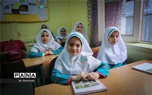 طرح عید و داستان وارد دومین سال اجرا شد:دانشآموزان به جای پیک نوروزی، داستان میخوانند، مینویسند یا روایت میکنند