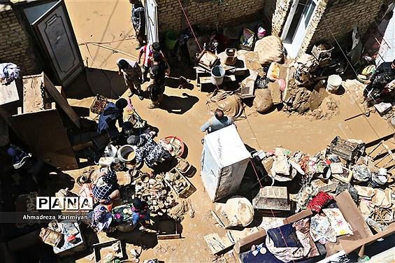 خانهتکانی مردم سیلزده شیراز در هفتمین روز از نوروز