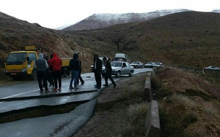 مردم حسین آباد هر چه سریعتر باید در تخلیه واحدهای تخریبی اقدام کنند