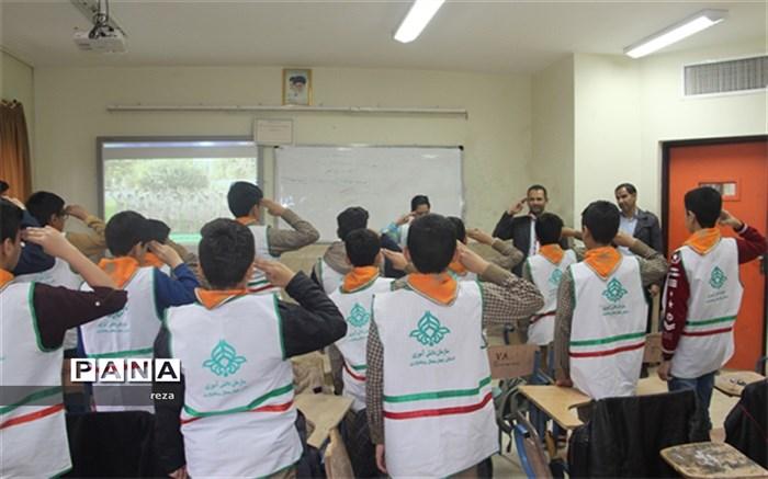 مدیر سازمان دانش آموزی استان چهارمحال بختیاری  از کلاسهای آموزشی پیشتازان  بازدید کرد