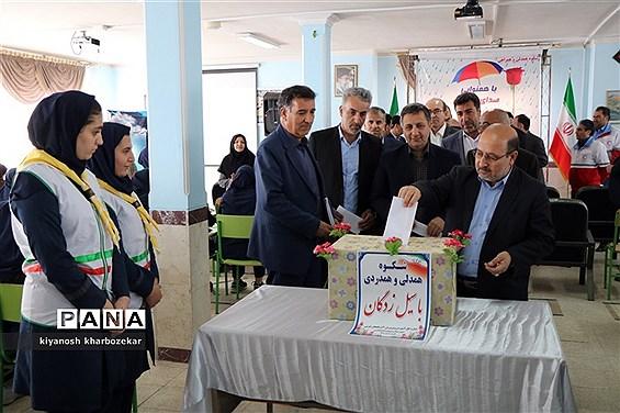 آیین نمادین شکوه همدلی و همراهی با هموطنان سیل زده در دبیرستان پروین اعتصامی ارومیه