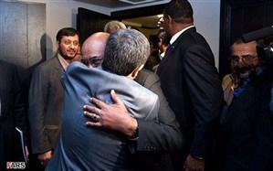 تصویر/ احمدینژاد در آغوش عمرالبشیر
