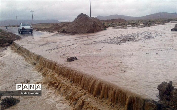 اقدامات مردم شهرستان خوسف درمقابل با سیل
