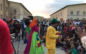 هنرمندان  اداره فرهنگ وارشاد اسلامی شهرستان امیدیه به مناطق سیل زده خوزستان  اعزام شدند