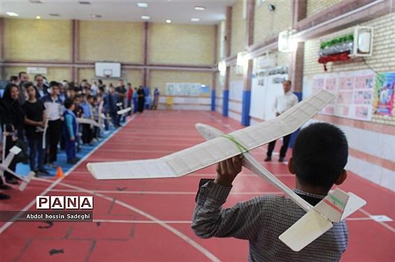 مسابقات گلایدر دانشآموزان پسر شهرستان بوشهر