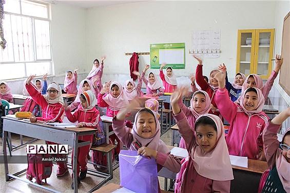 تهیه بسته آموزشی برای دانشآموزان پایه اول ابتدایی تا نهم مناطق سیلزده