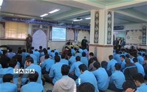 آشنایی دانش آموزان دبیرستان شهید صدوقی یزد با نیروی دریایی