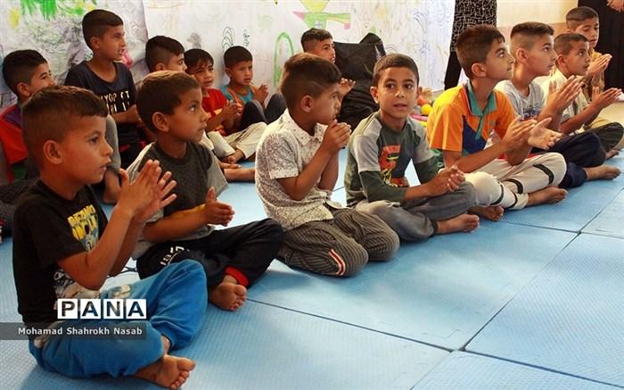 حضور رییس سازمان دانش آموزی خوزستان و مربیان پیشتاز در ارودگاههای اسکان سیل زدگان  حمیدیه
