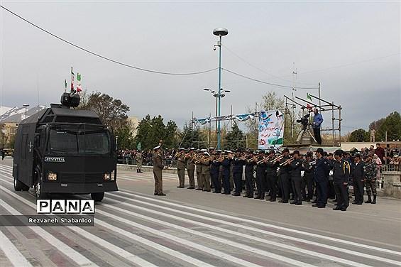 رژه نیروهای مسلح همدان در روز ارتش جمهوری اسلامی ایران