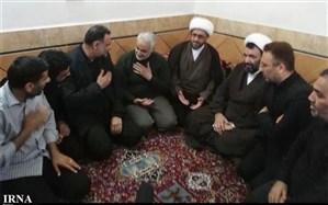 سردار سلیمانی با خانواده شهید مدافع حرم دزفول دیدار کرد