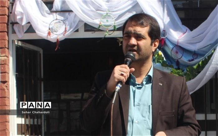 برگزاری مراسم سیل مهربانی جهت کمک به هم وطنان سیل زده در مدارس استان همدان