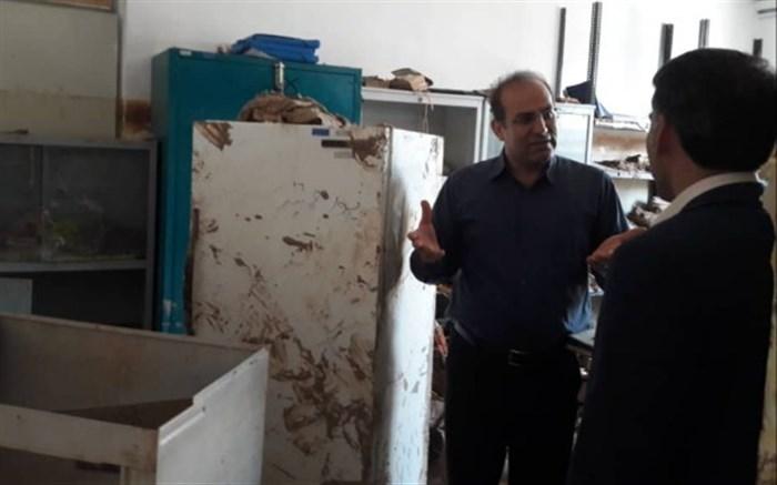 حضور مدیرکل آموزش و پرورش استان همدان در مناطق سیل زده لرستان
