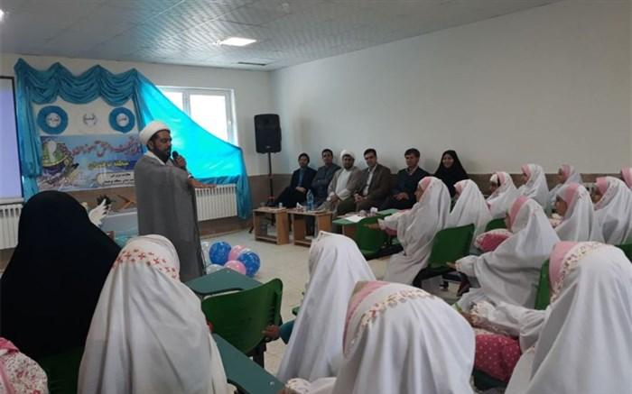 مراسم جشن تکلیف دانش آموزان پایه سوم دختران منطقه نوخندان  برگزار شد