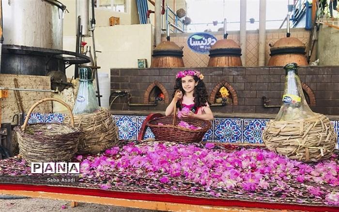 کارگاه گلاب گیری در میمند فارس