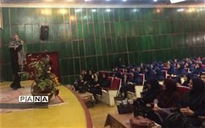 دبیرستان فرزانگان دوره اول مراسم جشن میلاد حضرت قائم(عج) برگزار کرد