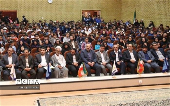مدیرکل آموزش و پرورش اصفهان: تلاش و کوشش دانش آموزان و افتخاراتی که رقم می زنند حرکت در مسیر بیانیه گام دوم انقلاب است