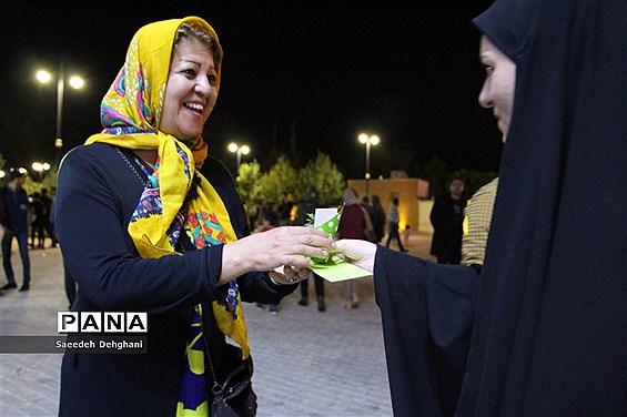جشن و سرور مردم شیراز در شب میلاد حضرت مهدی (عج)