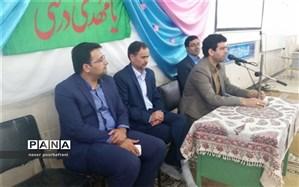 برپایی میز خدمت در دبیرستان شهید دکتر شمس الدین حسینی نایین