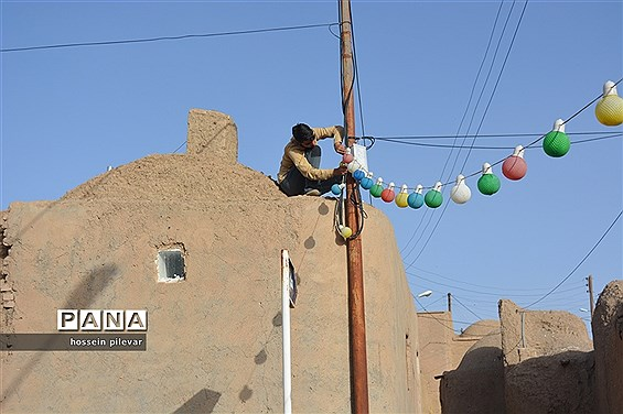 پخش شربت و شیرینی در جشن میلاد امام زمان (عج) شهرستان خوسف