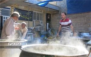 تهیه و توزیع گوشت  گرم و آب آشامیدنی  بین مواکب جهت پخت وعده غذایی سیل زدگان