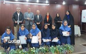 تقدیر از دانش آموزان مسابقات علمی و المپیاد ورزشی دبیرستان حضرت زهرا(س)