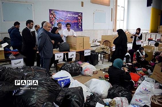 بازدید مدیرکل آموزش و پرورش آذربایجان شرقی از مرکز جمعآوری کمک به سیلزدگان
