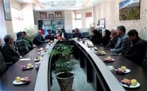 جلسه بررسی مشکلات فضای آموزشی مدارس شهرستان سمیرم