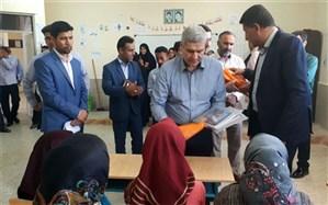 توزیع کمکهای ورزشی میان دانشآموزان سیلزده خوزستان