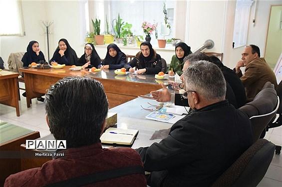 نشست خبری رئیس کانون انجمنهای صنفی کارگری آذربایجان شرقی