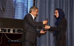اهدای تندیس قلم زرین دانشآموزان زلزلهزده کرمانشاهی به معاون وزیر آموزشوپرورش