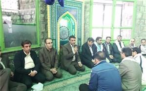 کارکنان اداره کل ونواحی یک ودو در مراسم کوهپیمایی وعطرافشانی مزار شهدای گمنام ارتفاعات گاوازنگ زنجان شرکت کردند