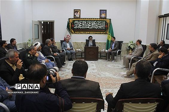 دیدار معلمان برتر استان با آیت الله سعیدی