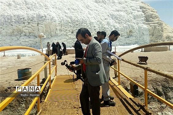 بازدید خبرنگاران خراسان جنوبی از آبشار نمکی خور