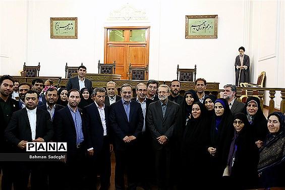 دیدار جمعی از فرهنگیان با رئیس مجلس شورای اسلامی