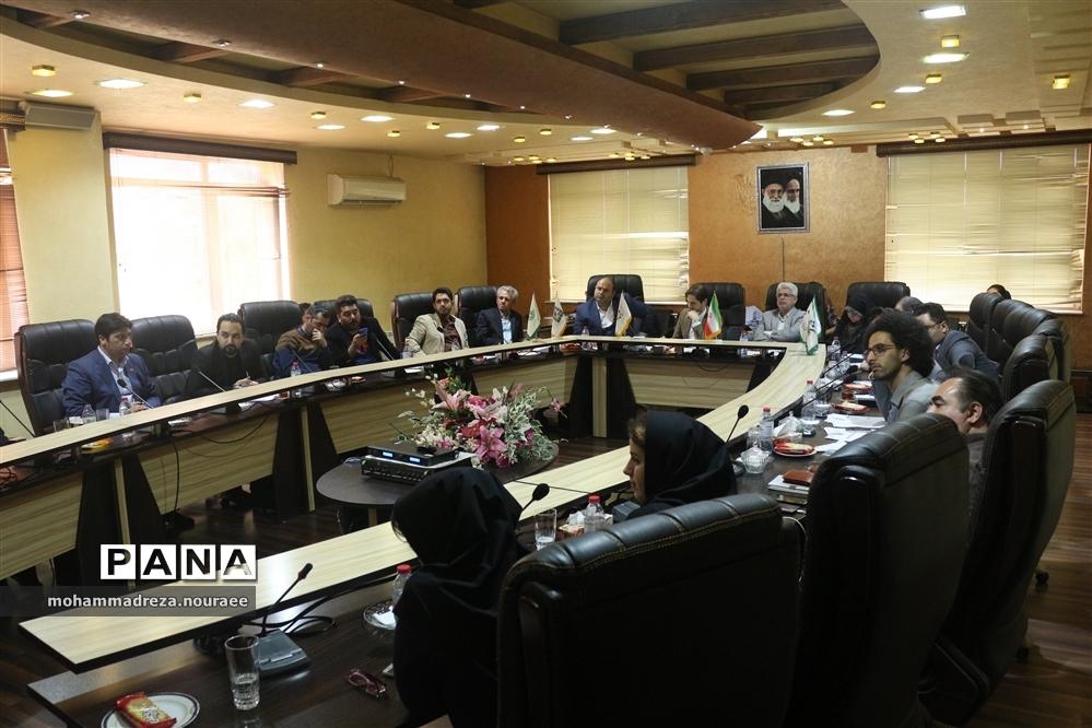 بررسی ایدههای پژوهشی دانشآموزان پیشتاز شهر رشت با حضور اعضای شورای  اسلامی شهر رشت