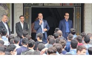 بازدید مدیرکل آموزش و پرورش استان از دبیرستان شهدای دانش آموز همدان