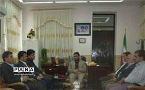 مدیر آموزش و پرورش و تعدادی از فرهنگیان با فرماندار بهاباد دیدار کردند