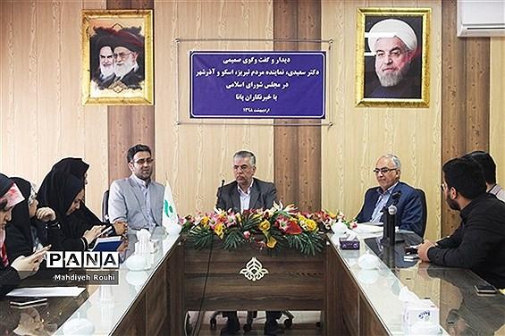 دیدار صمیمی دانشآموزان خبرنگار پانا با نماینده مردم تبریز ،اسکو ،آذرشهر در مجلس شورای اسلامی