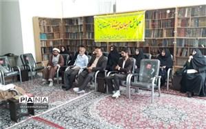 مربیان منتخب سازمان دانش آموزی بهاباد با امام جمعه این شهرستان دیدارکردند