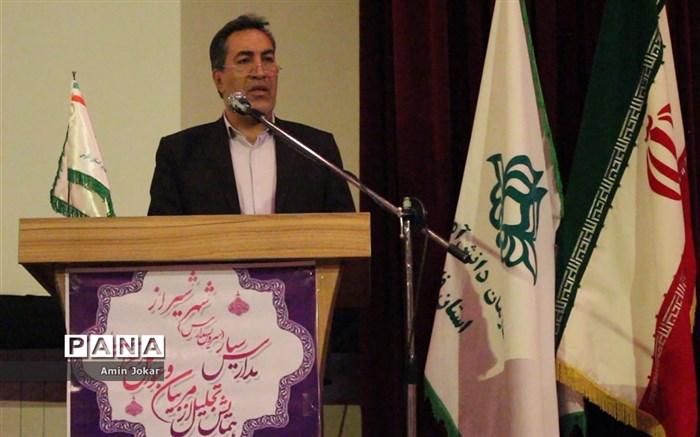 همایش تجلیل از مربیان و عوامل اجرایی مدارس سیار( سرویس مدارس) شهر شیراز