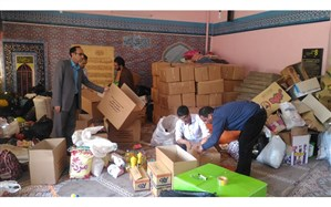 تفکیک و بسته بندی کمکهای غیرنقدی فرهنگیان ودانش آموزان جهت ارسال به استانهای سیلزده  کشور
