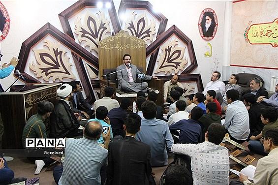 محفل دانشآموزی انس با قرآن در سیمرغ