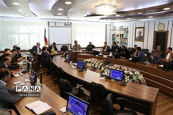 شورای برنامهریزی سازمان دانشآموزی خرا سان رضوی با موضوع ساماندهی و نظارت بر لباس فرم دانشآموزان