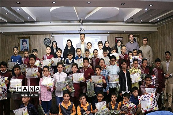 آیین تجلیل از برگزیدگان مسابقات قرآن، عترت و نماز دانشآموزی در شهر قدس