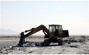 برداشت نمک؛ راهی برای طول عمر دریاچه ارومیه